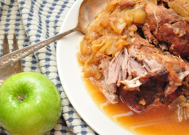 Pork Roast with Apples and Onions |